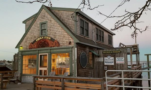 Lucky Finn Cafe, Scituate, Jess Hurley Scott Art, contemporary art, fine artist, waves, seascapes